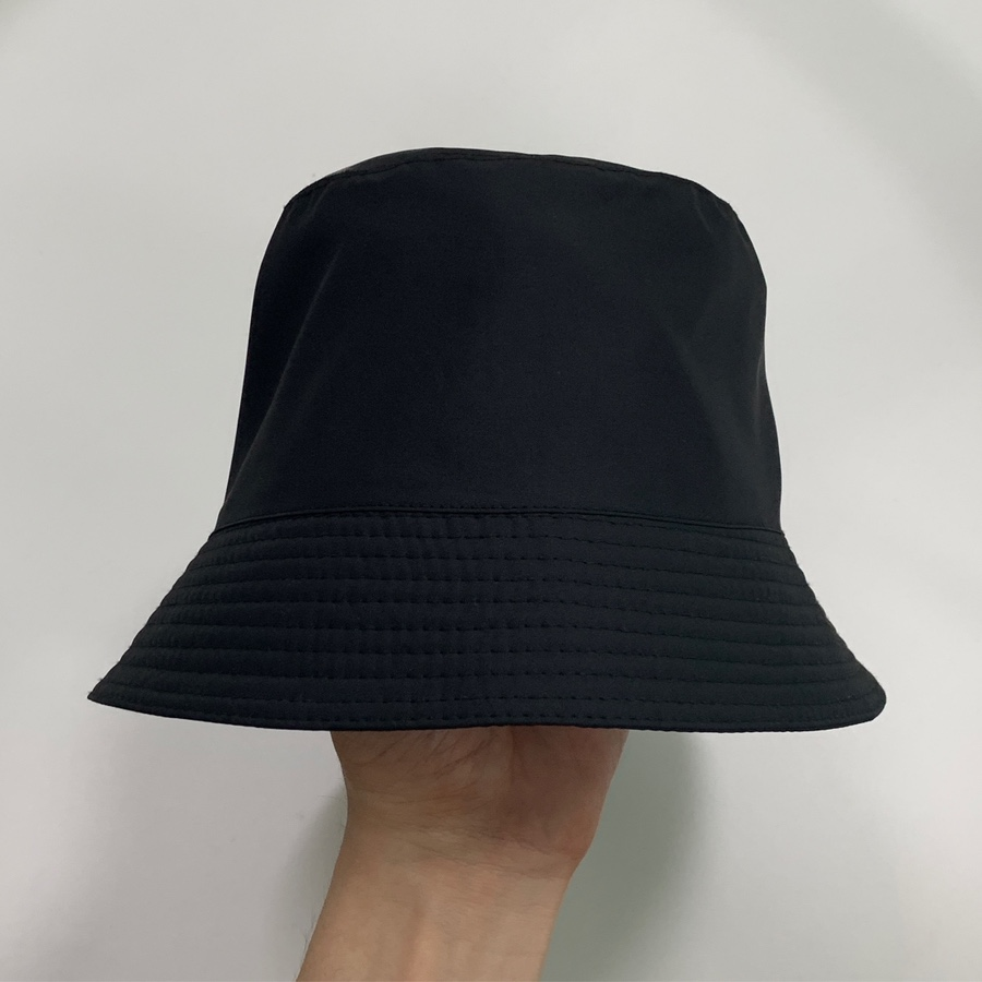 Minimal short brim bucket hat