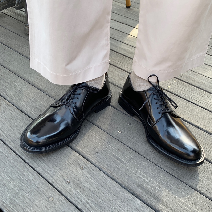 Long sharp toe derby shoes