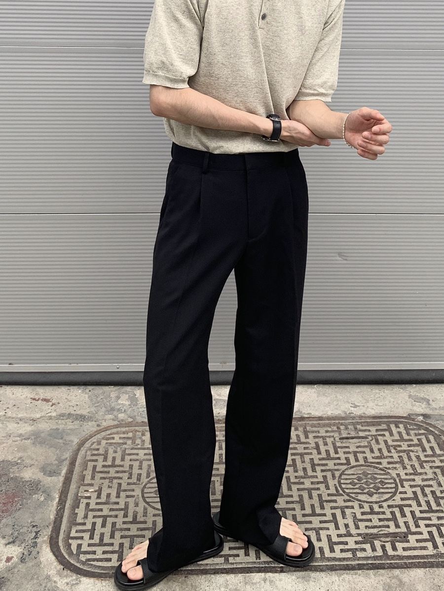 One tucked ch wide slacks