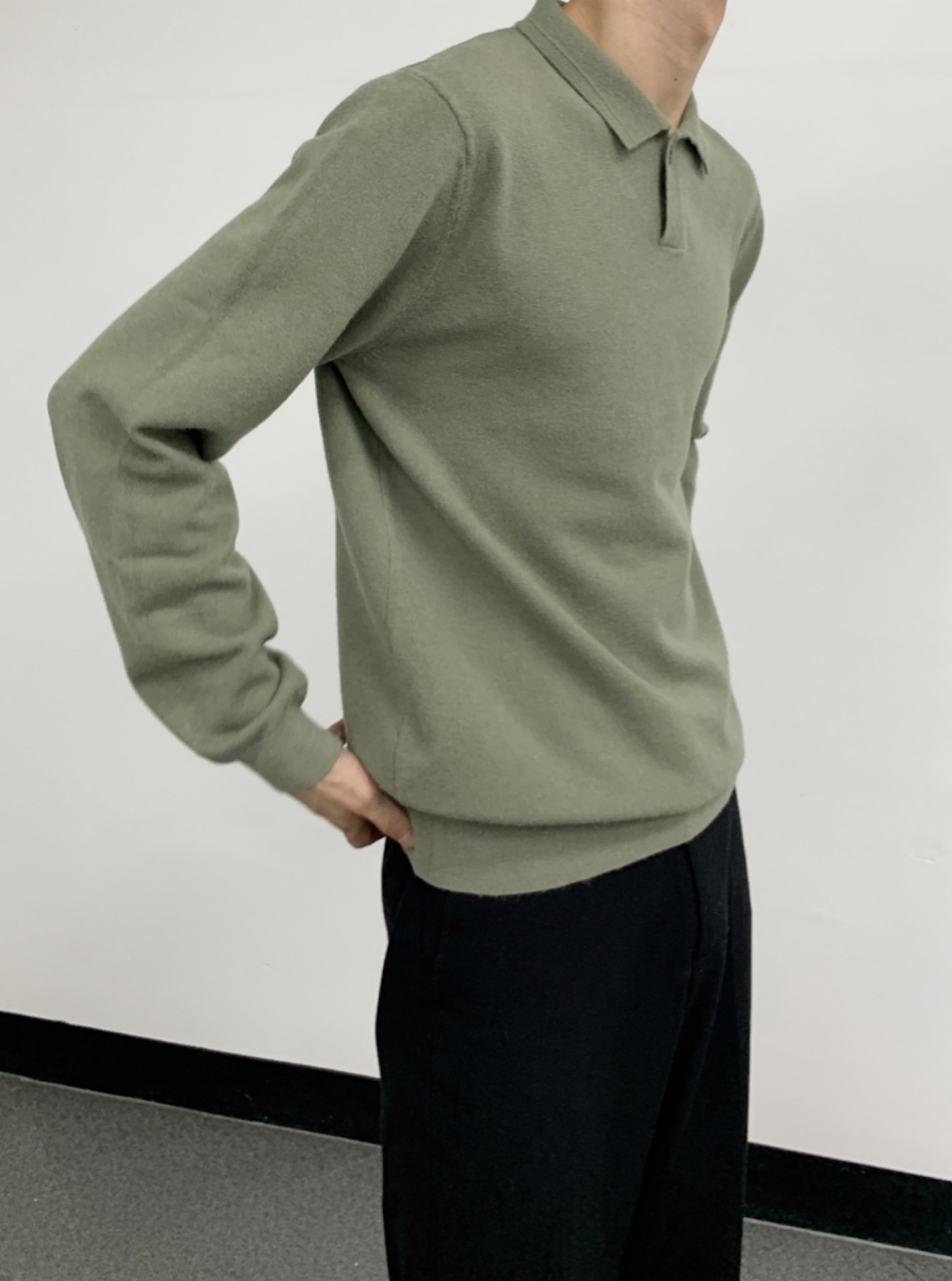 One button soft collar knit